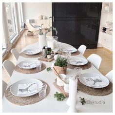{ tablesetting for tonight } #skrudlatablesetting#skrudlafood#prepfortonight#godthvasomerferdig   happy Friday all ♡