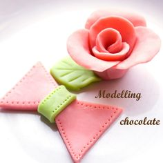PRO Tip: How to Make and Work With Modelling Chocolate Modeling Chocolate, Cake Cover, Fondant, Biscuits, Cake Decorating, How To Make, Cakes, Cookies, Fondant Icing