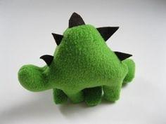 Free pattern: Fleece dinosaur softie · Sewing | CraftGossip.com
