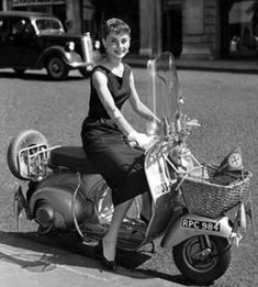 Audrey Hepburn on scooter. I kept thinking during my scooter license test, if little Audrey Hepburn could ride a Vespa, I can certainly ride an automatic scooter! Scooter Girl, Vespa Girl, Vintage Vespa, Vintage Italy, Funny Vintage, Vintage Dress, Vintage Travel, Motor Scooters, Vespa Scooters