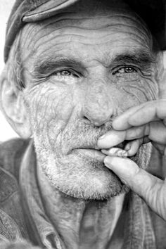 In pictures: Hyper-real pencil drawings that look like photos (Wired UK)