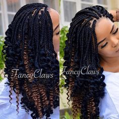 All styles of box braids to sublimate her hair afro On long box braids, everything is allowed! For fans of all kinds of buns, Afro braids in XXL bun bun work as well as the low glamorous bun Zoe Kravitz. Box Braids Hairstyles, Frontal Hairstyles, Braids Wig, My Hairstyle, African Hairstyles, Teenage Hairstyles, Hairstyles 2018, Protective Hairstyles, Cornrows