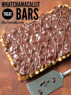 Whatchamacallit Candy Bar Make copycat Whatchamacallit Bar recipe the next time that you need a treat that…Make copycat Whatchamacallit Bar recipe the next time that you need a treat that… Cookie Desserts, Just Desserts, Cookie Recipes, Delicious Desserts, Dessert Recipes, Fudge Recipes, Cake Bars, Dessert Bars, Toffee