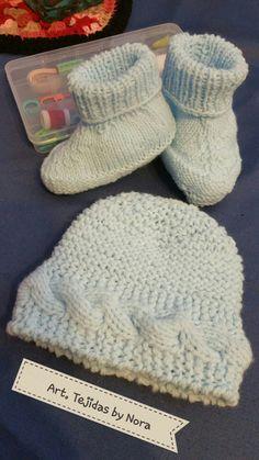 Zapatitos y gorrito bebe tejido en dos agujas. Baby booties and hat  knitting. 219c7822dd3