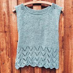 Lieblingsstitch der Woche - Horseshoe Lace Stitch - Rina Lehmann - New Ideas Knitting Websites, Knitting Blogs, Lace Knitting, Knitting Stitches, Knitting Patterns, Knitted Cape, Knitted Tank Top, Crochet Patron, Summer Knitting
