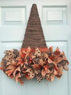 50 Cheap and Easy DIY Fall Wreaths. Celebrate Fall with these cheap and easy DIY Fall wreaths. Many of these wreaths can be made in under an hour with minimal supplies required and most of the materials needed can be found at Easy Fall Wreaths, Diy Fall Wreath, Wreath Crafts, How To Make Wreaths, Holiday Wreaths, Holiday Crafts, Diy Crafts, Crafts Cheap, Cheap Wreaths