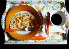 Bom diaaa pra quem é uma ótima filha vem passar uns dias na casa da mãe e recebe café da manhã na cama!  #mãeécega #cafézin #lowcarb #veganfood #eugosto #mtoamor #familiaatala by bibiatala