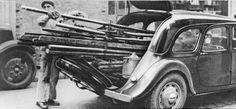 On peut admirer sur ce cliché l'incroyable capacité d'embarquement de marchandise ainsi que la robustesse de cette 11CV commerciale. Art Deco Car, Psa Peugeot Citroen, Automobile, Citroen Traction, Traction Avant, Sort, Vehicles, Ainsi, France