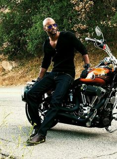 "snowyowlee: ""sohieturner: "" Ricky Whittle by Austin Anderton for DA MAN Magazine, June 2015 "" I'm a bit of an adrenaline junkie, so I love to get my blood pumping by cliff jumping. Black Is Beautiful, Gorgeous Men, Beautiful People, Handsome Black Men, Bald Men, American Gods, Male Magazine, Hommes Sexy, Raining Men"