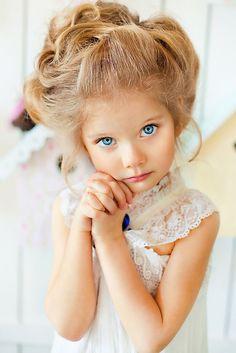 Russian child model Varvara Vorobieva with beautiful hairstyle. Beautiful Little Girls, Cute Little Girls, Beautiful Children, Beautiful Babies, Cute Kids, Cute Babies, Beautiful People, Adorable Petite Fille, Precious Children