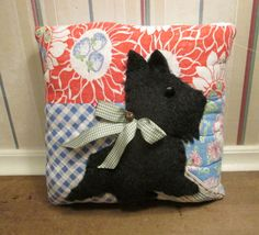Charming Keepsake SCOTTIE Dog Applique PILLOW handmade from Vintage QUILT - Collectible