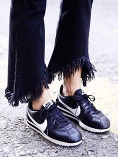 Der Nike Cortez war schon in den 70's Trend, jetzt ist der Sneaker mit der gezackten Sohle back in fashion!