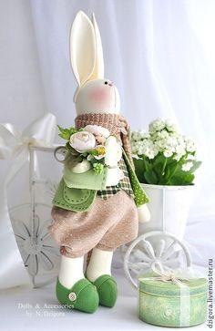 Игрушки животные, ручной работы. Ярмарка Мастеров - ручная работа Весенний кролик Оливер и шкатулка с секретом. Handmade.