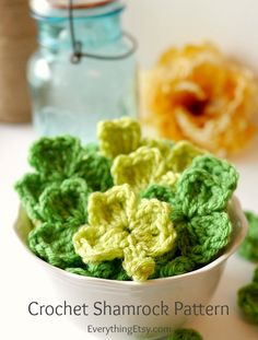 Crochet Shamrock Pattern–Create a Banner {with video}...these are super easy!!  - EverythingEtsy.com #diy #crochet
