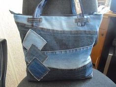 Good Photographs Toiletry bag made from old jeans Upcycling - Ms. Fadenschein Popular I really like Jeans ! And much more I want to sew my own Jeans. Next Jeans Sew Along I'm going t Denim Tote Bags, Denim Purse, Diy Tote Bag, Denim Bags From Jeans, Jeans Denim, Jeans Skinny, Casual Jeans, Cut Up Jeans, Work Jeans