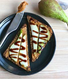 Open faced pear & cashew butter sandwich - by Maikin mokomin