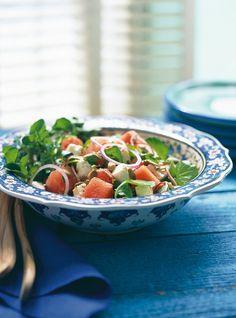 Recette de salade de melon d'eau et de feta de Ricardo. Recette santé et rapide aux fruits et fromage. Ingrédients: mesclun, cresson, melon d'eau, feta, oignon rouge, vinaigre balsamique...
