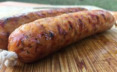 How to Make Chicken Sausage (Easy and Awesome Recipe!) - Chicken Sausage with Peppers and Basil - Homemade Chicken Sausage Recipes, Summer Sausage Recipes, Breakfast Sausage Recipes, Chicken Apple Sausage, Recipe Chicken, Home Made Sausage, Sausage Making, Charcuterie, Brats Recipes