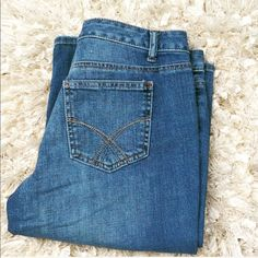 Tommy Hilfiger Blue Jeans Boot Cut 5 pocket faded to perfection jeans great condition slight wear at base of legs. Mid rise jeans 4 regular on the tag. Inseam 30. Tommy Hilfiger Jeans Boot Cut