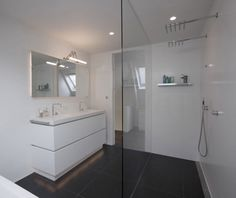 Baño minimalista en blanco | Decoratrix | Decoración, diseño e interiorismo