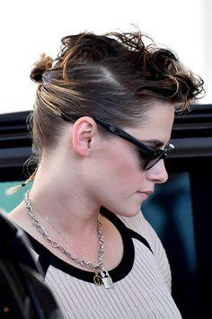 "radkristen: """"Kristen Stewart arrives at the jury hotel in Cannes - May 2018 "" "" Kristen Stewart Cannes, Kristen Stewart Hair, Kristen Stewart Movies, Kirsten Stewart, Cool Haircuts, Haircuts For Men, Bob Hairstyles, Keratin, Rat Tail Haircut"