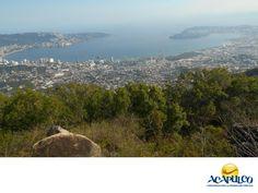 #informaciondeacapulco Parque Nacional El Veladero. INFORMACIÓN DE ACAPULCO. El Parque Nacional El Veladero se ubica al norte de la ciudad de Acapulco, en la parte alta del cerro que lleva el mismo nombre y cuenta con aproximadamente 3 mil 160 hectáreas de reserva natural, protegidas por el Gobierno Federal. Te invitamos a descubrir las maravillas naturales que tiene el paradisiaco puerto de Acapulco, durante tu próxima visita. www.fidetur.guerrero.gob.mx