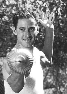 Errol Flynn, swoon!!