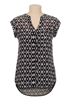 High-Low black and white print cage back blouse - maurices. Cool Outfits, Fashion Outfits, Womens Fashion, Sewing Blouses, Tunic Designs, Blouse Patterns, Blouse Styles, Chiffon Tops, Plus Size Fashion