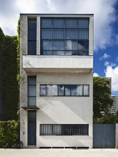 Maison Guiette, Antwerp, by Le Corbusier (in collaboration with Pierre Jeanneret) 1926-1927.