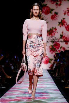 Blumarine Ready To Wear Spring Summer 2020 Milan Live Fashion, Fashion 2020, Runway Fashion, Fashion Show, Fashion Looks, Womens Fashion, Fashion Trends, Milan Fashion, Cooler Look