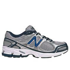 Me llevo los tenis de New Balance. Yo tengo pies muy grandes.