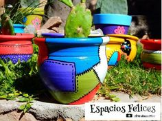 MACETAS Pintadas y decoradas a mano Painted Plant Pots, Painted Flower Pots, Paper Mache Bowls, Small Flower Pots, Cactus Pot, Fairy Jars, Indoor Plant Pots, Clay Pot Crafts, Bottle Painting