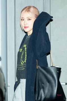 Blackpink Fashion, Daily Fashion, Korean Fashion, South Korean Girls, Korean Girl Groups, Jennie Lisa, Blackpink Photos, Park Chaeyoung, Airport Style
