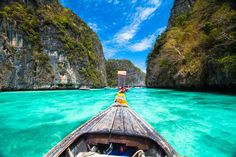 White, beaches, waterfalls and emerald waters; rice fields, elephants, and beautiful mountain landscapes. Thailand is a famous destination but are you sure you've seen it all? Here are 20 mind-blowing photos of Thailand that'll make you want to pack your bags and go…right now! The amazing clear waters of Maya Bay, in Koh Phi Phi. You …