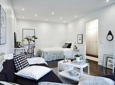 La maison d'Anna G.: Small space living - neutral base in b&w Ideas for small space Studio Apartment Decorating, Apartment Interior, Apartment Living, Apartment Layout, Small Space Living, Living Spaces, Living Room, Deco Studio, Small Studio Apartments