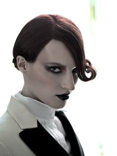 Agence de mannequins Hype models Paris - Model agency in Paris / visage / femme / maquillage / bleuminuit
