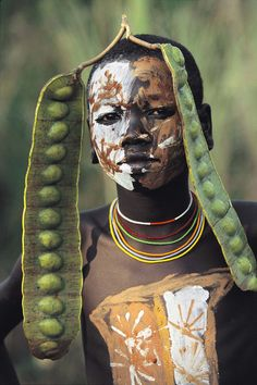 Mursi tribe fashion Decoration from Africa Silvester Cultures Du Monde, World Cultures, African Tribes, African Art, We Are The World, People Around The World, Fotojournalismus, Tribal Face, Mursi Tribe