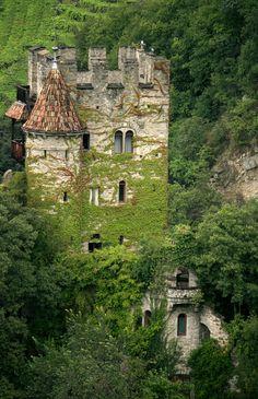 Castel Fontana (Brunnenburg Castle), Tirolo, Italy