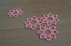 The tension is very important in every handmade technique that involves any type of yarn, especially the tatting. Tatting Earrings, Tatting Jewelry, Tatting Lace, Needle Tatting Tutorial, Needle Tatting Patterns, Tutorial Crochet, Hand Tats, Swedish Weaving, Crochet Bookmarks
