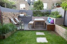 Low maintenance child-friendly Firemagic outdoor kitchen garden design with vegetable garden and built-in seating in Gosberton Road Balham London Built In Garden Seating, Backyard Seating, Outdoor Seating Areas, Backyard Landscaping, Modern Landscaping, Garden Seating Areas, Landscaping Ideas, Backyard Vegetable Gardens, Vegetable Garden Design