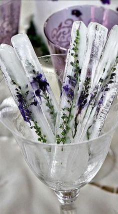 Ice Sticks with Lavender. could also use Rosemary. DIY Lavender Recipes and Project Ideas - Lavender Tall Ice Sticks - Food, Beauty, Baking Tutorials, Desserts and Drinks Made With Fresh and Dried Lavender - Savory Lavender Recipe Ideas, Healthy and Veg Lavender Recipes, Lavender Ideas, Lavender Flowers, Wedding Lavender, Lavander, Wedding Flowers, Lavender Crafts, Purple Wedding, Lavender Quotes
