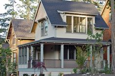 Cottage Style House Plan - 2 Beds 1.5 Baths 950 Sq/Ft Plan #479-10 Exterior - Front Elevation - Houseplans.com