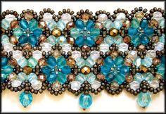 Kronleuchterjuwelen Glasperlenschmuck - Perlenspitzen-Halsband in Blautönen (Detailfoto)