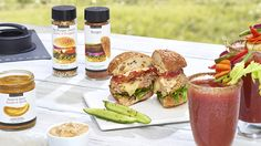 Master the thrill of the grill with a cheese-stuffed burger that is sure to satisfy. Epicure Recipes, Dip Recipes, Cheese Recipes, Beef Recipes, Cooking Recipes, Epicure Steamer, Steamer Recipes, Onion Dip, Good Food