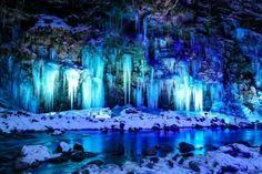 埼玉県に思わず息をのんでしまうような絶景スポットがあります。その名も「三十槌の氷柱」