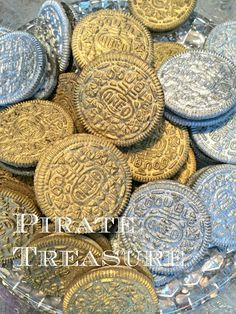 Pirate Treasure - Edible Oreo Coins - make your next Pirate party even more fun! Super simple to make. Just spray Double Stuff Oreos with Wilton's Silver or Gold Color Mist, or Duff's Silver Cake Graffiti. Pirate Day, Pirate Theme, Pirate Halloween, Pirate Treasure, Treasure Map Cake, Treasure Hunting, 4th Birthday Parties, 5th Birthday, Birthday Ideas