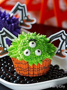 Spooky Spider Cupcakes How-to
