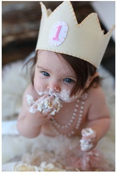 Cute 1 year old photoshoot - I like the crown