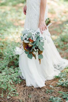 Woodsy bouquet: http://www.stylemepretty.com/2014/03/14/classic-flathead-lake-montana-wedding/ | Photography: Rebecca Hollis - http://rebeccahollis.com/