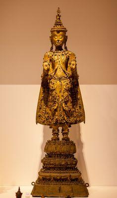 591 nieuwe foto's toegevoegd aan gedeeld album Standing Buddha Statue, Buddha Statues, Culture Of Thailand, Art Thai, Buddhist Art, Asian Art, Medieval, Table Lamp, Carving